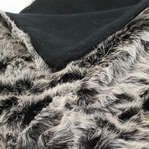 Tissu Imitation Fourrure : plaid imitation fourrure loup plaid fausse fourrure eminza ~ Teatrodelosmanantiales.com Idées de Décoration
