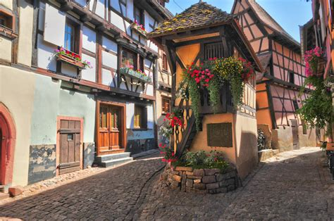 12 Most Charming Small Towns in France (with Map & Photos ...