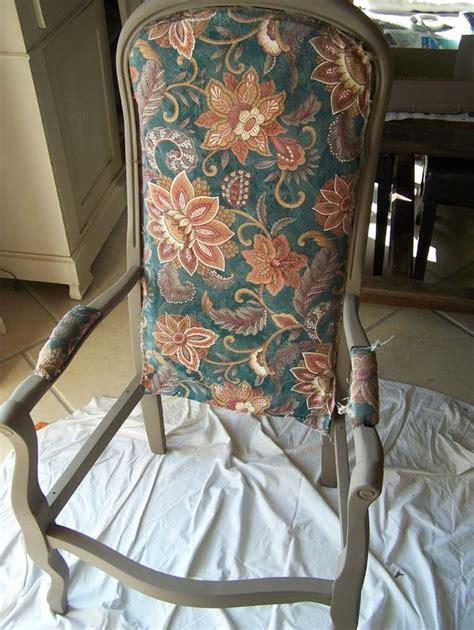 tapisser un fauteuil voltaire les 25 meilleures id 233 es concernant fauteuil voltaire sur
