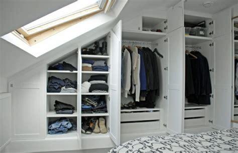 Kleiderschrank Mit Dachschräge by Begehbarer Kleiderschrank Unter Dachschr 228 Ge Ideen Und