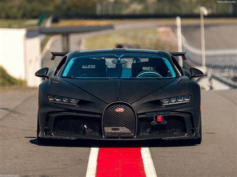 Pricing and which one to buy. Bugatti Chiron Pur Sport (2021) - picture 63 of 109