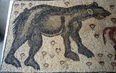 Resultado de imagen de mosaico oso romano