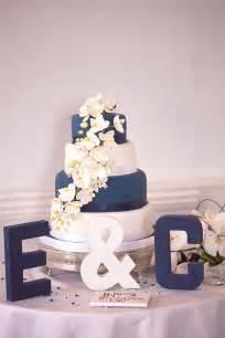 navy blue wedding cake a navy blue and brilliant white wedding by stuart photography confetti co uk