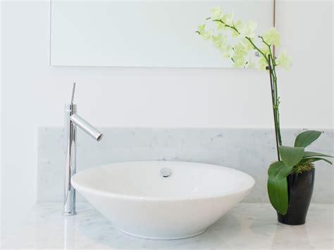 clean  bathroom sink  bathroom basin cleaning hacks