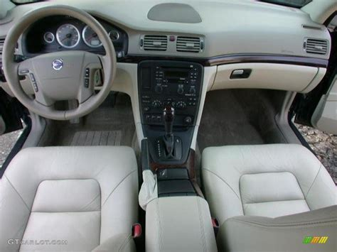 light taupe interior  volvo   photo