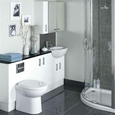 Badezimmer Fliesen Kleines Bad by Kleine Badezimmer Ideen Grau Edgetags Info