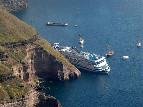 cruise ship sinking santorini santorini sea