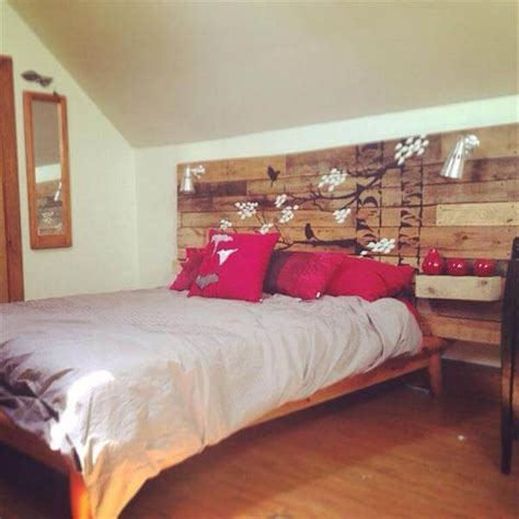 Headboard Painting Ideas by Diy Pallet Headboard With Painted Stencil 101 Pallets