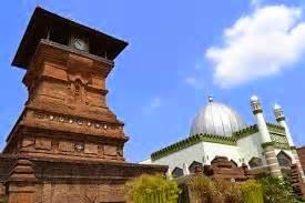 objek wisata menara kudus  makam sunan kudus