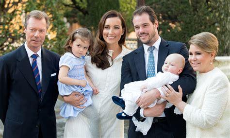 la familia gran ducal de luxemburgo celebra el bautizo del