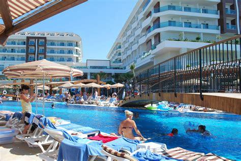 """adalya Ocean Deluxe Resort"" Adalya Ocean Deluxe. Mantra Chatswood Hotel. Haus Tanafreida Hotel. Hotel New Otani Kumamoto. Dongying Blue Horizon Xinyue Hotel. Riu Pravets Golf And Spa Resort. Galeri Resort Hotel. Jinan Huaneng Hotel. Corinthia Hotel London"
