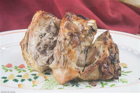 come cucinare il maialino al forno come preparare la spalla di maialino usando il forno a
