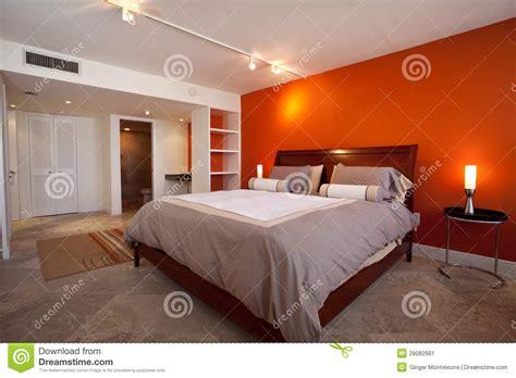 chambre 224 coucher avec le mur orange image stock image 28082981