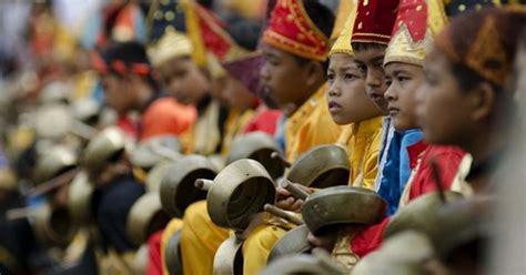 Serangko adalah salah satu jenis alat musik tradisional yang berasal dari daerah jambi yang uniknya adalah alat musik tersebut terbuat dari tanduk di janmbi biasanya serangko digunakan untuk memberitahukan kepada orang lain jika ada musibah atau bencana oleh masyarakat jambi. Alat Musik Jambi (15 Alat Musik Tradisional), Gambar & Penjelasan