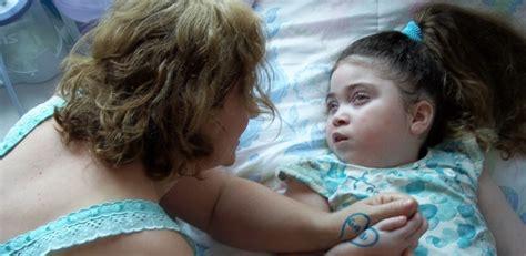 Família faz campanha para tratar filha com doença rara em ...