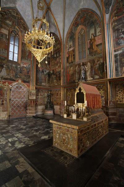 st vitus cathedral prague castle  visitors