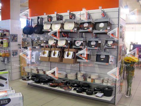 scaffali espositori per negozi prooduzione espositori e scaffalature per negozi di