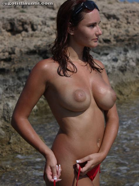 Topless Teen Shows Big Firm Tits At Beach
