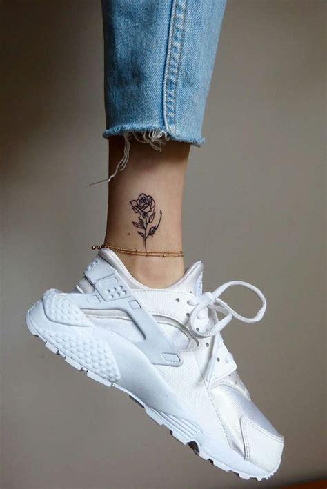 tatouage rose  grand classique pour les coeurs romantiques