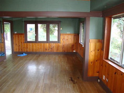 Knotty pine in a craftsman home? (floor, fireplace, color