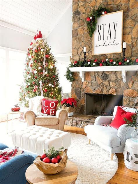 32 Wonderful And Beautiful Christmas Living Room Decor Ideas