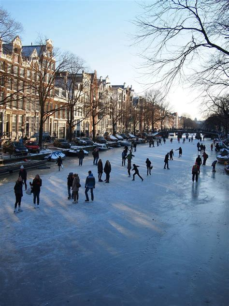 Rose Ice Skatingat The Famous Canals Of Amsterdam