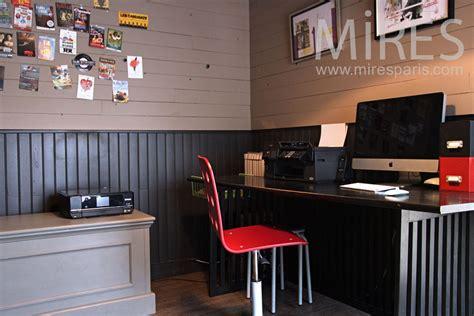 aux bureaux petit bureau aux lambris peint c0928 mires