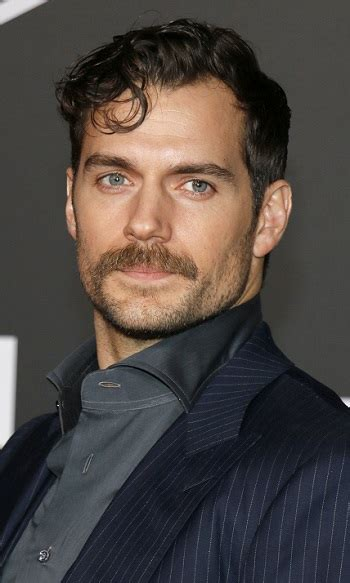 Hairstyles: Henry Cavill - Short Curly Hairstyle