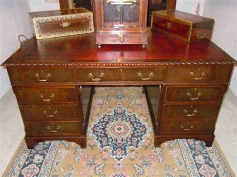 bureau de notaire synonyme bureau à caissons en acajou dit bureau de notaire
