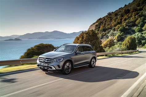 Our comprehensive reviews include detailed ratings on price and features, design, practicality, engine. 2020 Mercedes-Benz GLC 300 Debuts with More Power, Bigger Screen, More Driver Assistance ...