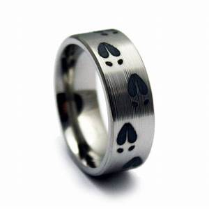 Deer tracks hunting wedding ring titanium ring for Deer track wedding rings