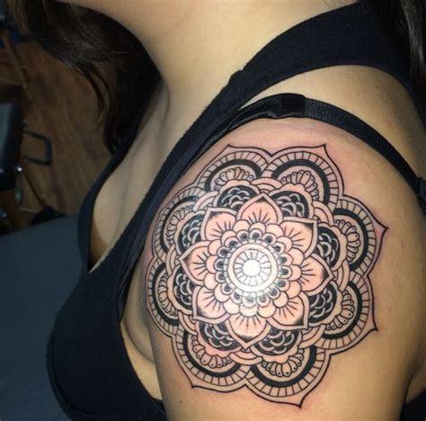 exceptional shoulder tattoo designs mens craze
