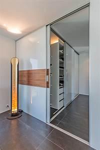 Schrank Im Schrank : doppelt tiefer begehbarer kleiderschrank im durchgang zum bad auf zu ~ Markanthonyermac.com Haus und Dekorationen