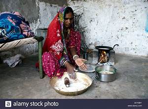 Woman from Rajasthan (India) prepares food. Cooking on ...