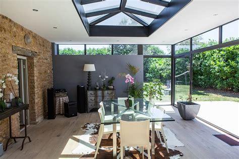 meuble haut cuisine une véranda moderne salle à manger toiture plate