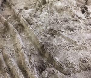 Fausse Fourrure Tissu : fausse fourrure au m tre chez planete tissus ~ Teatrodelosmanantiales.com Idées de Décoration