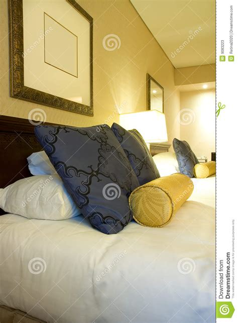literie de luxe et oreillers de chambre d h 244 tel photos stock image 9083223