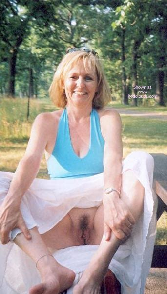 Hot Mature Wife Showing Her Pussy Outside September
