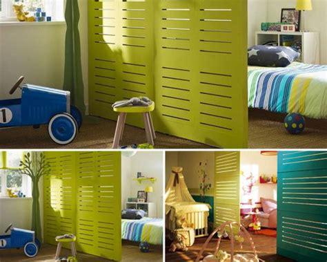 une chambre pour deux enfants une cloison pour séparer la chambre momes