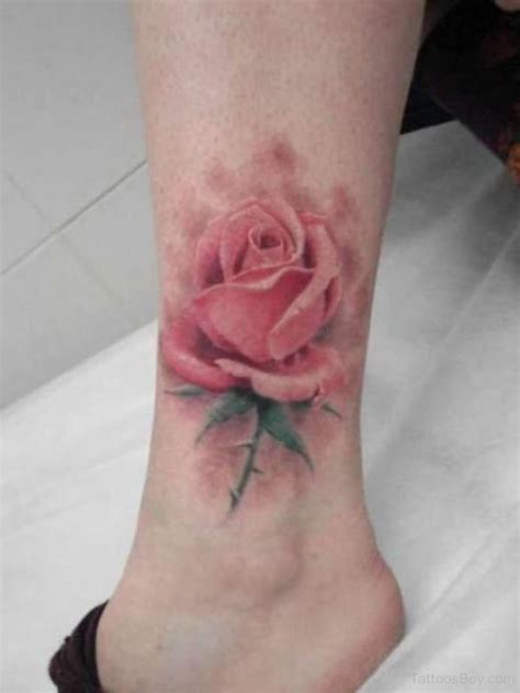 Tatuaggi con Rose: significato, disegni e immagini