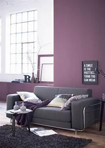 Weiß Graues Sofa : lila wandfarbe bilder ideen couch ~ A.2002-acura-tl-radio.info Haus und Dekorationen