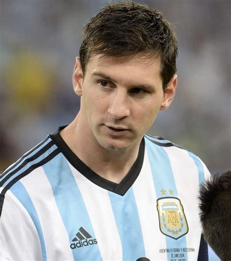 1 day ago · lionel messi faces the media during a news conference at camp nou. Lionel Messi aurait pu jouer pour l'Espagne