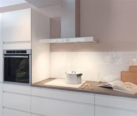 ilot cuisine prix cuisine moderne blanche au design sans poignée ambiance
