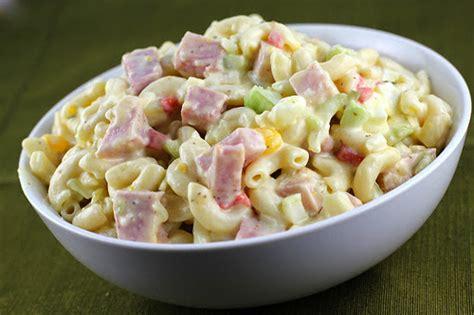 Making this chicken macaroni salad has made me feel all nostalgic. Ensalada de coditos - Sercano TV