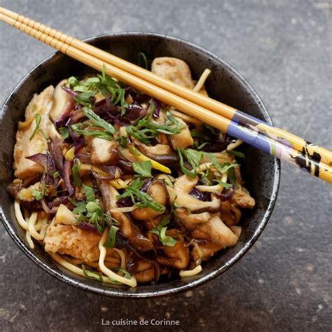 cuisiner des nouilles chinoises wok de poulet aux nouilles chinoises recette wok de