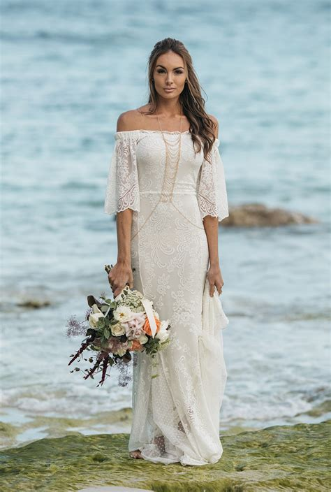 Tips On Choosing Beach Wedding Dresses For Destination. Vintage Wedding Dresses Resale. Wedding Dresses With Jewels. Wedding Dresses With Veils. Wedding Dresses Cowgirl Style. Short Wedding Dresses Lace Up. Vintage Wedding Dresses Kent. Bohemian Wedding Dress Kleinfelds. Red Wedding Dresses With Sleeves