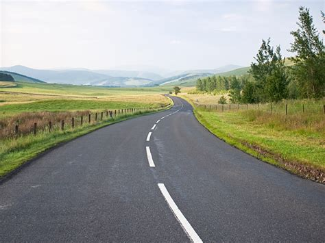Removing White Lines May Cause Motorists To