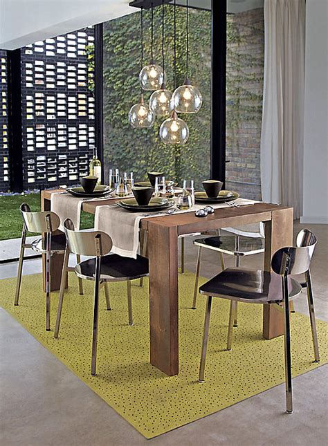 chic restaurant tables  chairs   modern home