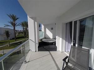 Whirlpool auf balkon hotel das beste aus wohndesign und for Whirlpool garten mit doppelliege balkon