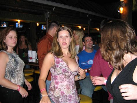 Drunk Girls Sneak Upskirt Pics Porno Photo